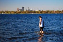 Het stedelijke meer waden royalty-vrije stock afbeelding