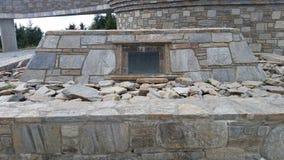Het steengedenkteken bij de top op Oud Mitchell Trail in het Park van de staat van MT Mitchell dichtbij Marion NC Royalty-vrije Stock Foto