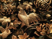 Het stellen als fazant die zich op één voet bevinden stock foto