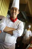 Het stellen van de chef-kok op het werk Stock Afbeelding