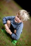 Het stellen van de jongen bij grappige hoek Royalty-vrije Stock Foto