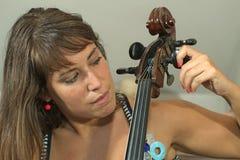 Het stemmen van een violoncel Royalty-vrije Stock Foto's