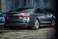 Het stemmen van Gray Audi S8 Stock Foto's
