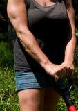 Het sterke vrouw tuinieren Royalty-vrije Stock Afbeeldingen