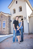 Het stichten van een gezin een Nieuw Huis (in aanbouw) Stock Fotografie
