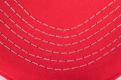 Het stikken van witte draad op een gelezen doek of een materiaal royalty-vrije stock afbeelding