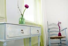 Het stileren van de Zaal. bloem op een zij-lijst. Stock Fotografie