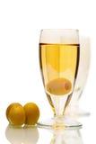 Het stilleven van de cocktail met gekleurd glas Stock Foto