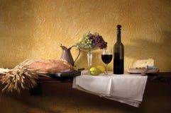 Het Stilleven van de Kaas & van het Brood van de wijn stock afbeelding