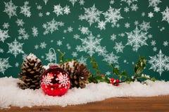 Het stilleven van de Kerstmissnuisterij met sneeuwvlokken Stock Foto's
