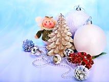 Het stilleven van Kerstmis met boom, bal. Royalty-vrije Stock Afbeelding