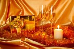 Het stilleven van Kerstmis van het nieuwjaar in gouden tonen Royalty-vrije Stock Afbeelding