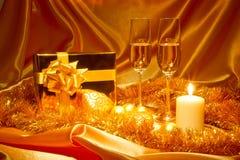 Het stilleven van Kerstmis van het nieuwjaar in gouden tonen Stock Foto