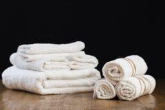 Het stilleven van het kuuroord met handdoek royalty-vrije stock foto's