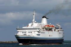 Het stomen van cruiseschip royalty-vrije stock foto