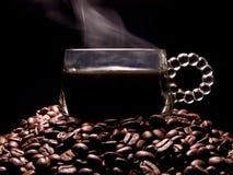 Het stomen van de kop van het koffieglas royalty-vrije stock foto