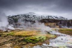 Het stomen van Geysir in IJsland Royalty-vrije Stock Afbeeldingen