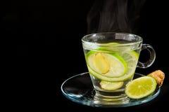 Het stomen van heet citroen en gemberwater Stock Afbeelding