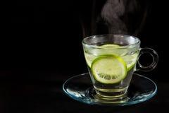 Het stomen van heet citroenwater Royalty-vrije Stock Afbeelding