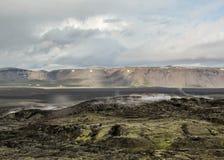 Het stomen van lavagebieden van het vulkanische systeem van Krafla, het gevestigde noorden van Meer Myvatn in Noord-IJsland, Euro stock afbeelding