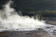 Het stomen van water bij Meer Bogoria, Kenia Stock Foto's