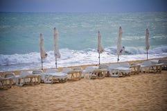 Het stormachtige Overzeese van Strandbulgarije zand van de Zwarte Zee Stock Afbeelding