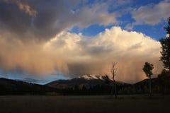 Het stormen op de berg Stock Foto