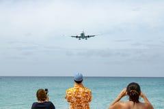 Het straal landen in Maho Beach in St Maarten royalty-vrije stock afbeelding