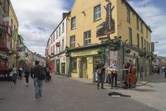 Het straatleven Galway, Ierland Stock Fotografie