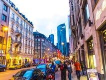 Het straatleven in Muenchner Strasse in Frankfurt Stock Afbeelding