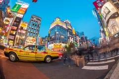 Het straatleven in Shinjuku 28 Maart, 2016 Shinjuku is een speciale die afdeling in Tokyo wordt gevestigd Stock Foto's