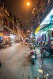 Het straatleven van Hanoi bij nacht in Vietnam, Azië. Royalty-vrije Stock Afbeeldingen