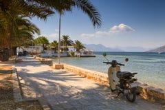 Het strand in Aegina, Griekenland Stock Foto