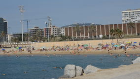 Het Strand in Barcelona stock videobeelden