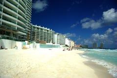 Het strand in Cancun Stock Afbeeldingen