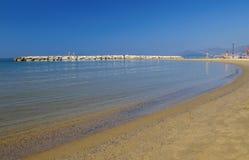 Het strand in de ochtendzonneschijn De ZOMERlandschap Stranden van Italica Royalty-vrije Stock Afbeelding