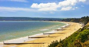 Het strand, de pijler, het overzees en het zand van Bournemouth stock foto's