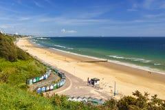 Het strand, de pijler, het overzees en het zand van Bournemouth royalty-vrije stock foto
