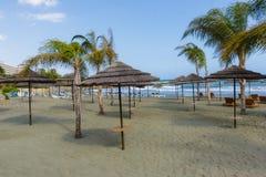 Het strand door het overzees Stock Foto's