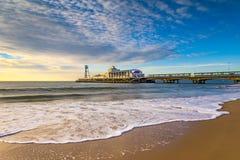 Het Strand en de Pijler van Bournemouth bij Zonsopgang royalty-vrije stock foto's