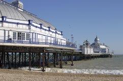 Het strand en de pijler van Eastbourne. Het oosten Sussex.UK Stock Fotografie