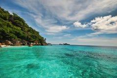 Het strand en het eiland Stock Afbeeldingen