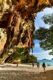 Het strand en het hol van Phranang in Railay Stock Foto