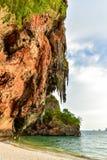 Het strand en het hol van Phranang in Railay, Thailand Stock Afbeelding