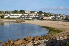 Het strand en Hugh Town, Eilanden van Porthcressa van Scilly. stock afbeelding