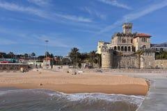 Het Strand en het kasteel van Estoril, Portugal stock afbeelding