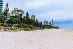 Het strand en het landschap in Surfersparadijs op de Gouden Kust Stock Afbeeldingen