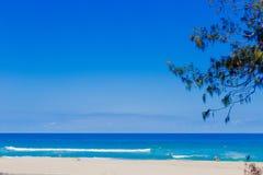 Het strand en het landschap in Surfersparadijs op de Gouden Kust Stock Afbeelding