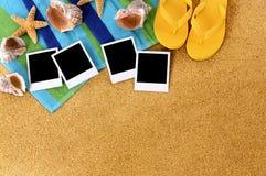 Het strand lege polaroids van het fotoalbum Stock Afbeeldingen