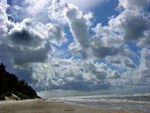 Het strand Letland van Liepajas van Cloudscape Stock Afbeeldingen